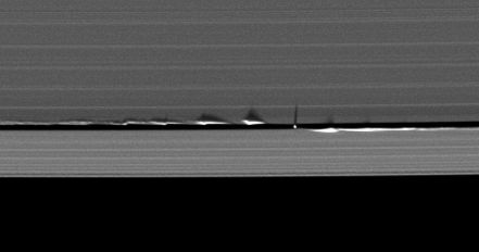 1200px-Daphnis_edge_wave_shadows