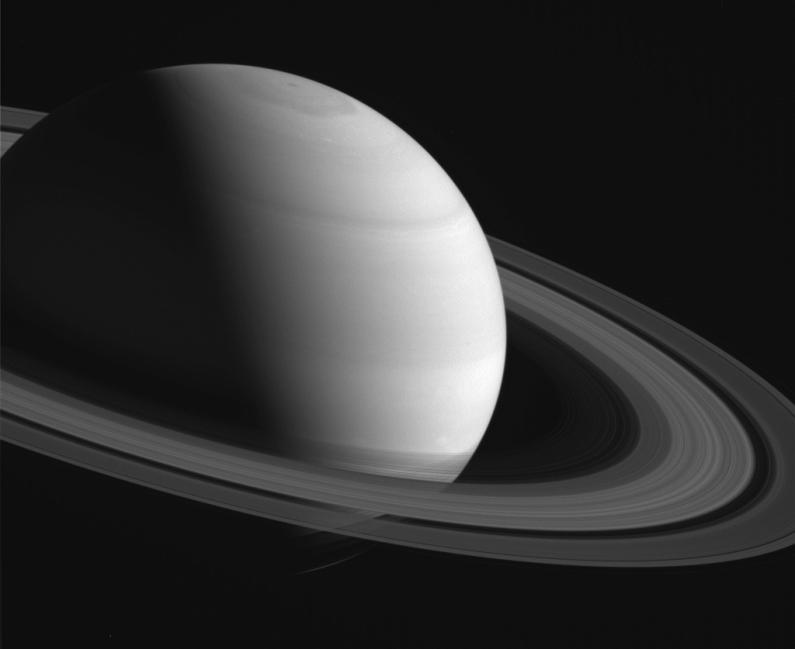 """Esta foto es parte de nuestra galería en """"16 imágenes en B/N de Saturno"""""""