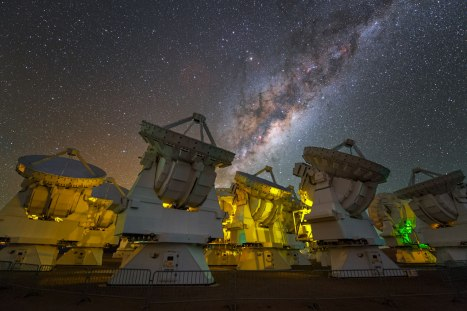 The stunning Milky Way above the antennas at the ALMA Observatory.